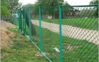Construction of fences with plastic fence grids
